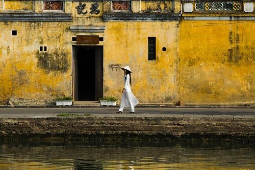 Hội An luôn là một điểm đến hấp dẫn không chỉ với du khách, mà còn cả với những nhiếp ảnh gia trên khắp thế giới, trong đó có nhiếp ảnh gia người Pháp Réhahn. Trong chuyến đi thăm làng Trà Quế, ông đã lưu giữ lại những khoảnh khắc bình dị với những người dân nơi đây.