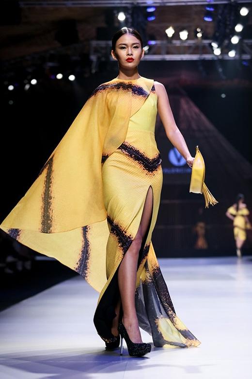 Bộ váy từng được Mâu Thanh Thủy trình diễn trong Tuần lễ Thời trang Quốc tế Việt Nam 2014.