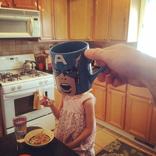 Captain America đang ăn ngũ cốc sáng đây.