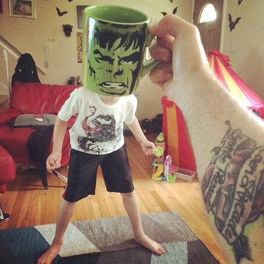 Hãy xem sức mạnh của Người khổng lồ xanh (Hulk).