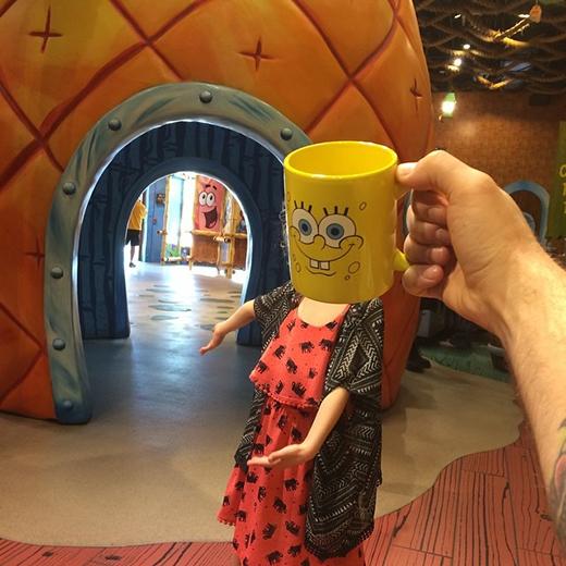 Siêu nhân bọt biển SpongeBob chào đón quí khách.