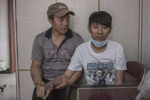 Nhiều năm qua ông Bình đều đi hiến máu để cứu con trai.