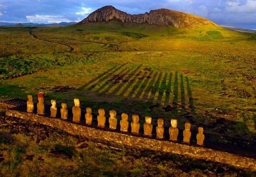 Đảo Easter cũng là một trong những nơi ngắm cảnh bình minh nổi tiếng trên thế giới.