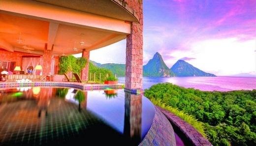 Khu nghỉ dưỡng bên bờ biển này trải dài suốt 182m với nhiều cảnh quan đẹp của các ngọn núi như Piti, Gros Piton.