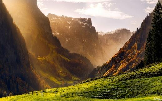 Đi bộ và leo núi vào mùa thu là một hoạt động không thể bỏ qua ở Thụy Sĩ.