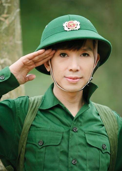 Nhân vật quen mặt nhất trong vai trò người hòa giải scandal showbiz - nam ca sĩ Long Nhật.