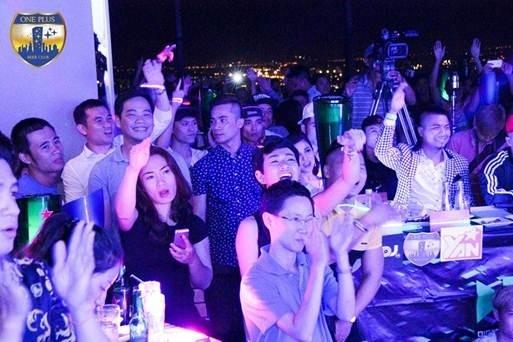 Không khí sôi động tại One Plus Beer Club vào đêm chung kết