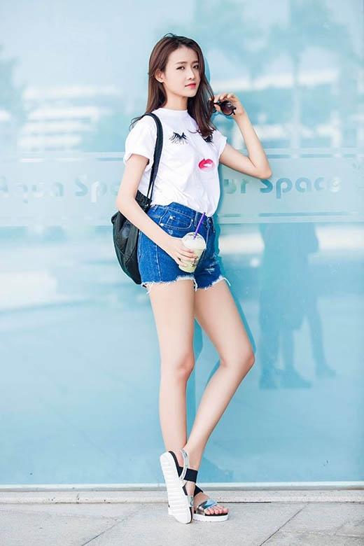 Thời trang đường phố khỏe khoắn, năng động của chân dài Trương Mỹ Nhân.