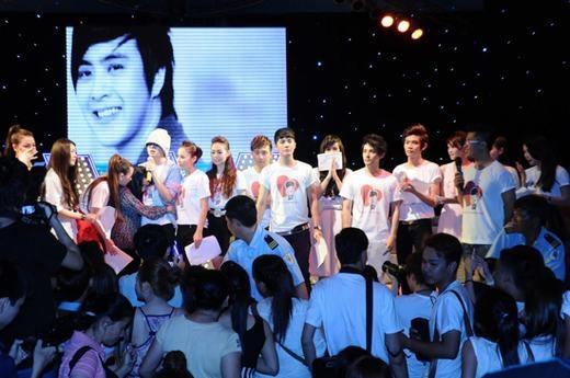 Đêm nhạc Cám ơn gây quỹ cho Wanbi chữa bệnh được sự quan tâm, ủng hộ của các anh chị em đồng nghiệp. - Tin sao Viet - Tin tuc sao Viet - Scandal sao Viet - Tin tuc cua Sao - Tin cua Sao