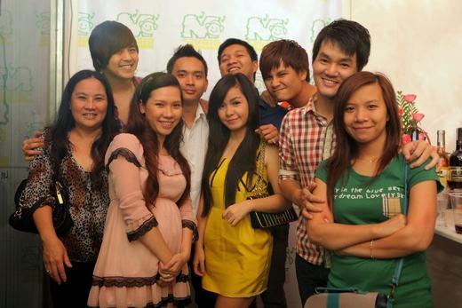 Wanbi Tuấn Anh hạnh phúc trong vòng tay yêu thương của bạn bè. - Tin sao Viet - Tin tuc sao Viet - Scandal sao Viet - Tin tuc cua Sao - Tin cua Sao