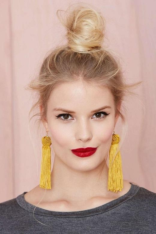 Đây là kiểu tóc sang trọng, thanh lịch dành cho các bạn gái. Bạn có thể tự tin tới tham dự các bữa tiệc.