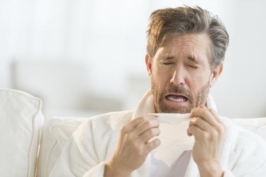 Hắt hơi tuy là một hành động rất bình thường nhưng thật ra lại khá đáng sợ vì nếu hắt hơi quá mạnh, bạn có thể tự làm gãy một cái xương sườn của mình. Còn nếu bạn kiềm chế cơn hắt hơi thì sẽ có thể phá vỡ một mạch máu ở cổ hoặc đầu của bạn.