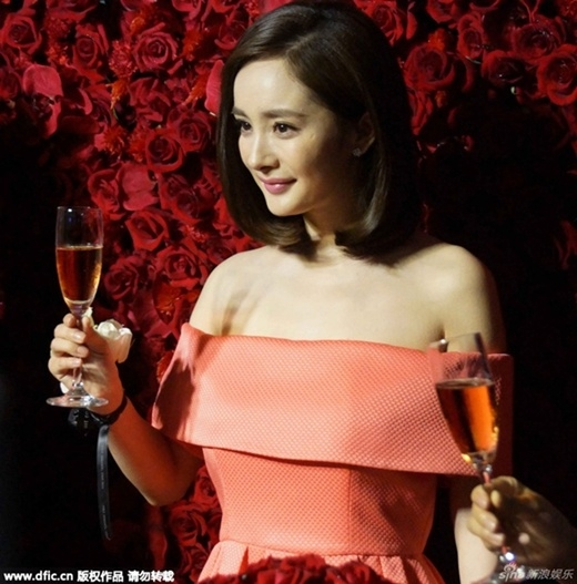 Dương Mịch phủ nhận việc Lưu Khải Uy ghen tuông vì vợ bị sàm sỡ