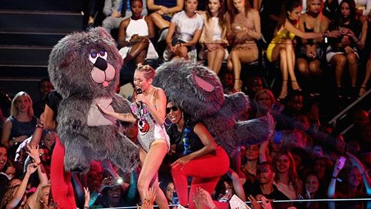 Những hình ảnh của nữ ca sĩ trên sân khấu VMA năm 2013.