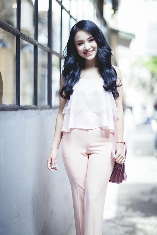 Sắc hồng pastel mang đến nét điệu đà, duyên dáng cho những cô gái yêu thích vẻ nữ tính, gợi cảm.