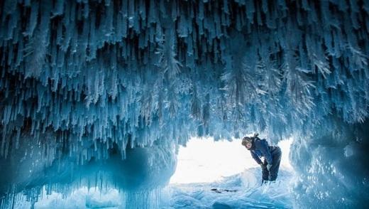 Vào mùa đông, nơi đây trở thành một hang động băng tuyết kì ảo.