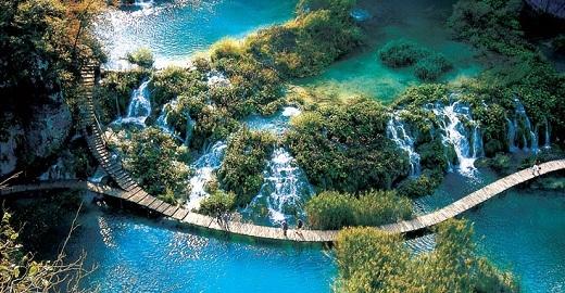 Được mệnh danh là một trong những địa điểm đẹp nhất hành tinh, Vườn quốc gia hồPlitvicethực sự là món quà hậu hĩnh mà Mẹ thiên nhiên ban tặng cho loài người.