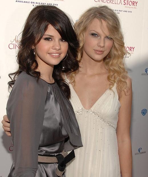 Selena đã dành rất nhiều thời gian cùng Taylor Swift tại buổi công chiếu bộ phim Another Cinderella Story.