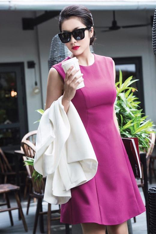 Sắc tím càng tôn lên làn da trắng hồng của ngọc nữ làng điện ảnh.