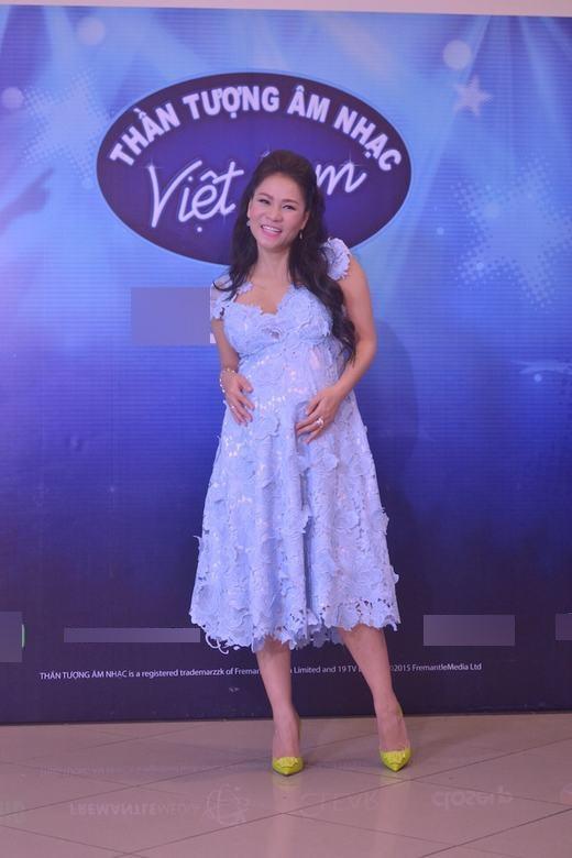 Thu Minh gây sự chú ý khi diện bộ đầm màu xanh dịu mắt, nhẹ nhàng, nữ tính ở vòngaudition tại Hà Nội.