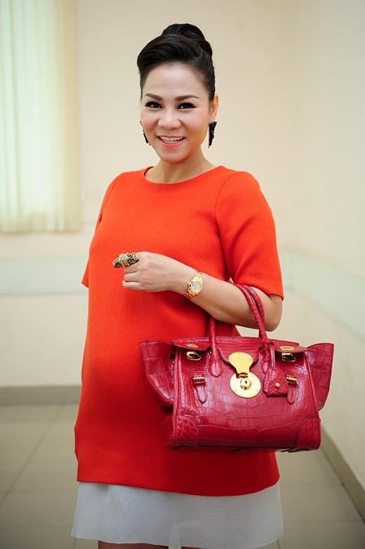 Tại vòng audition ở TP.HCM, Thu Minh nổi bật vớibộ đầm liền màu cam. Cô khiến fan choáng váng bởi đồng hồ hàng hiệu và túi xáchRalph Lauren trị giá hơn 420 triệu đồng.