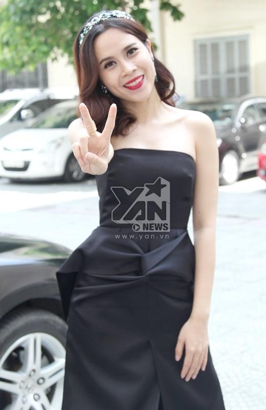 Cô nàng diện nguyên cây đen cá tính đi chấm thi - Tin sao Viet - Tin tuc sao Viet - Scandal sao Viet - Tin tuc cua Sao - Tin cua Sao