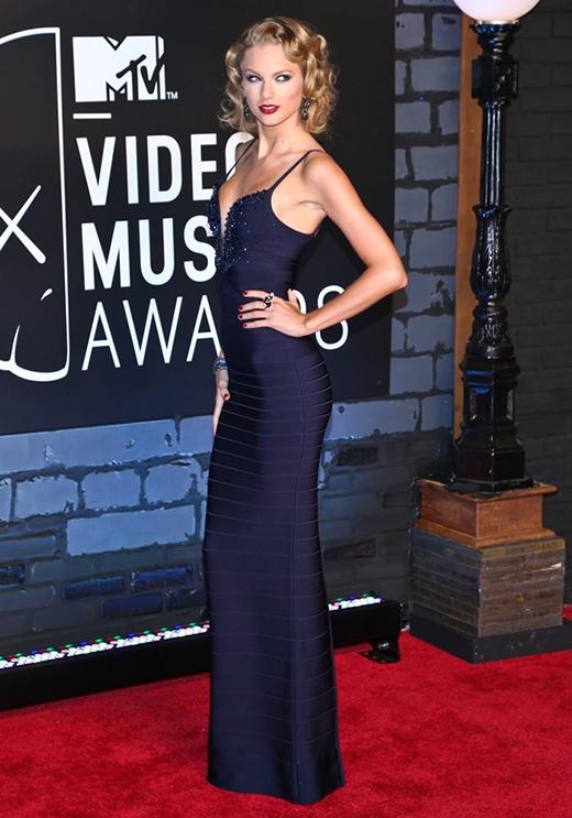 Taylor Swift trở thành bá chủ lễ trao giải VMA