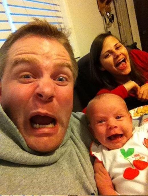 Cười rớt hàm với cách trông con bá đạo của những ông bố bà mẹ