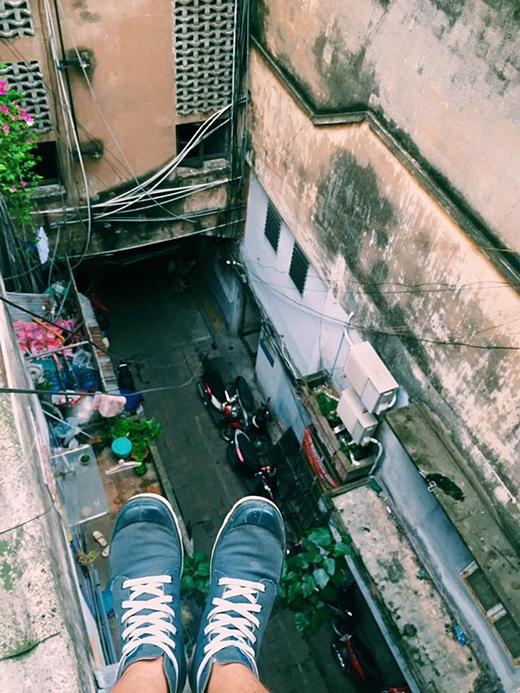 Kiểu chụp tiền cảnh như thế này vừa sáng tạo vừa tạo ra một không gian cực kì ảo diệu cho bức ảnh của bạn đấy. (nguồn: Instagram)