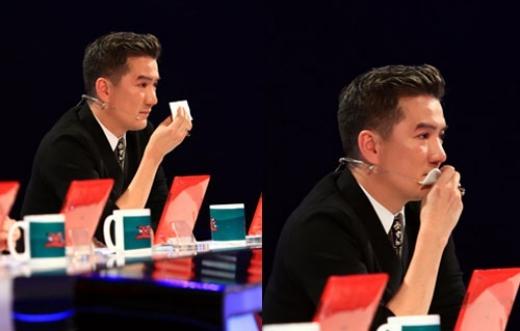 Trên ghế Ban giám khảo của The X-Factor, Đàm Vĩnh Hưng cũng từng động lòng trước màn biểu diễn của một thí sinh. - Tin sao Viet - Tin tuc sao Viet - Scandal sao Viet - Tin tuc cua Sao - Tin cua Sao