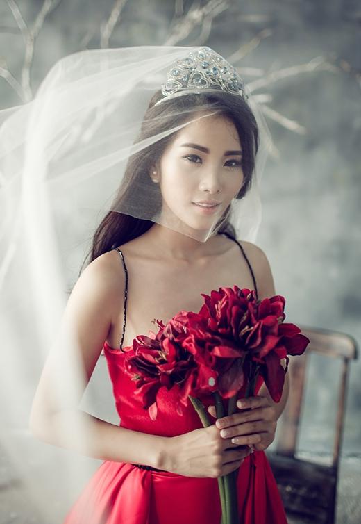 Gương mặt thanh tú của Hoa khôi Đồng bằng sông Cửu Long 2015 được nhận xét có nhiều nét giống với đàn chị Đặng Thu Thảo.