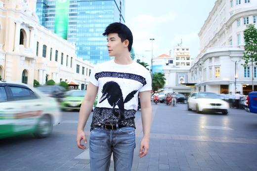 Nathan Lee sành điệu với cây hàng hiệu cực chất giữa phố - Tin sao Viet - Tin tuc sao Viet - Scandal sao Viet - Tin tuc cua Sao - Tin cua Sao