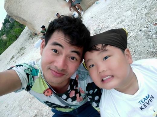 Hai bố con selfie với biểu cảm vô cùng đáng yêu. - Tin sao Viet - Tin tuc sao Viet - Scandal sao Viet - Tin tuc cua Sao - Tin cua Sao