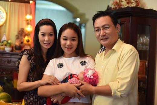 Gia đình hạnh phúc viên mãn với đủ các thành viên của Trịnh Kim Chi. - Tin sao Viet - Tin tuc sao Viet - Scandal sao Viet - Tin tuc cua Sao - Tin cua Sao