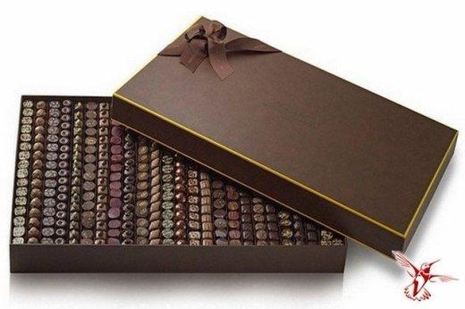 Một hãng đá quý danh tiếng đã thiết kế ra hộp kẹo sô cô la ngọt ngào đắt nhất thế giới với những viên đá quý như kim cương, ngọc lục bảo hay ngọc bích được đính trong hộp, nâng giá trị của hộp kẹo đặc biệt này lên đến nửa triệu đô la Mỹ (gần 11 tỉ đồng).