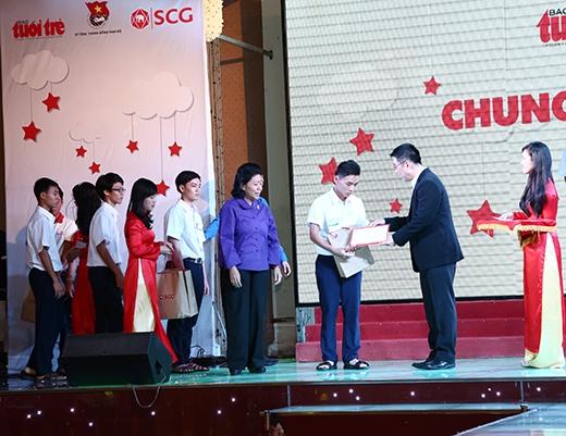350 em học sinh đã được nhận học bổng của chương trình Chung một ước mơ.