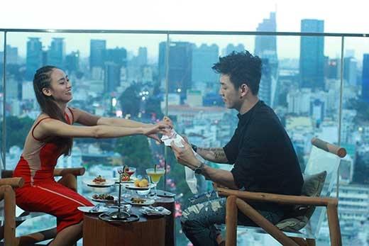 Cuộc trò chuyện của cặp đôi Một Ngày Mới diễn ra trong tiếng cười và không khí thân mật nằm cả ngoài mong đợi của ekip sản xuất. Phải chăng chính vì Trúc Mây có những nét tương đồng với mẫu người yêu lí tưởng mà ban đầu Song Luân chia sẻ cùng VJ Thùy Minh?