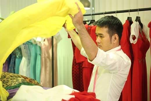 Những bộ váy áo được may riêng theo từng vóc dáng dưới bàn tay tài năng của nhà thiết kế Lê Thanh Hòa - nhà thiết kế luôn được các hoa hậu Việt Nam lựa chọn chăm chút cho trang phục của mình.