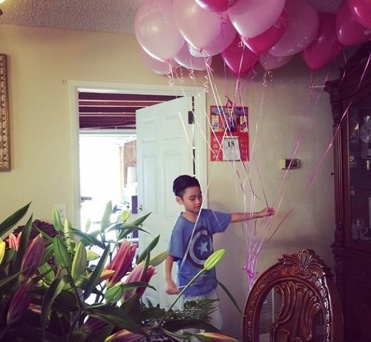 Cả gia đình nữ diễn viên xinh đẹp đã chuẩn bị một bữa tiệc nhỏ để chào đón thêm thành viên mới. - Tin sao Viet - Tin tuc sao Viet - Scandal sao Viet - Tin tuc cua Sao - Tin cua Sao