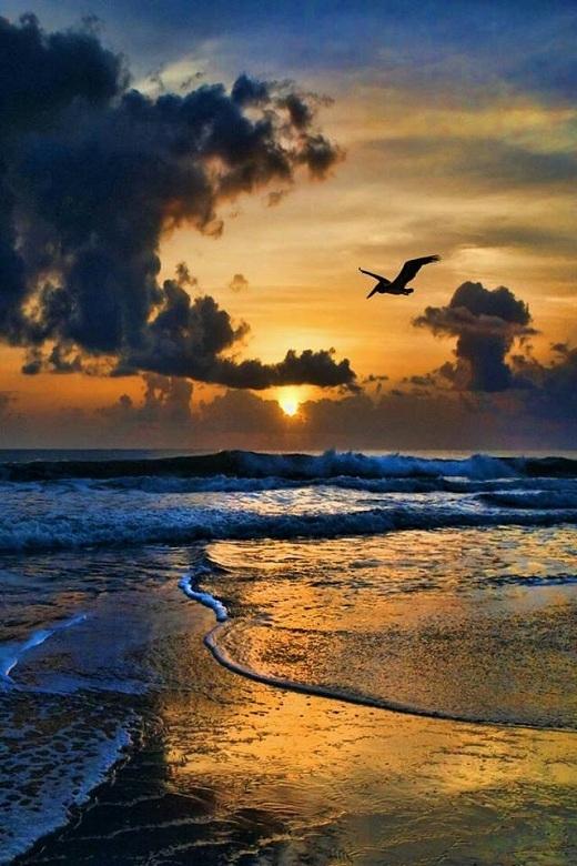 Biển Caribbean trông khá âm u khi chiều tà...
