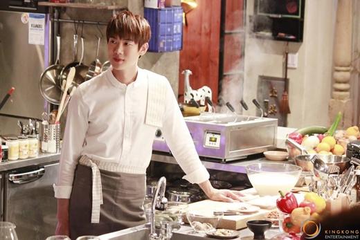 Nhân vật của Yoo Yun Suk vốn là một chàng công tử ăn chơi trác táng và không hề nghiêm túc với bất kì việc gì. Ngay cả việc anh mở nhà hàng cũng là do người anh thầm yêu vô tình nói ra. Thế nhưng khi theo dõi bộ phim, khán giả có thể cảm nhận được tình yêu của anh dành cho ẩm thực. Những khoảnh khắc Yoo Yun Suk làm bếp mãi mãi in sâu trong trí nhớ của khán giả.