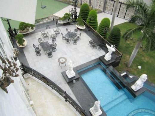Phía bên ngoài khu sân vườn bể bơi nhà Hà Tăng khi nhìn từ trên cao. - Tin sao Viet - Tin tuc sao Viet - Scandal sao Viet - Tin tuc cua Sao - Tin cua Sao