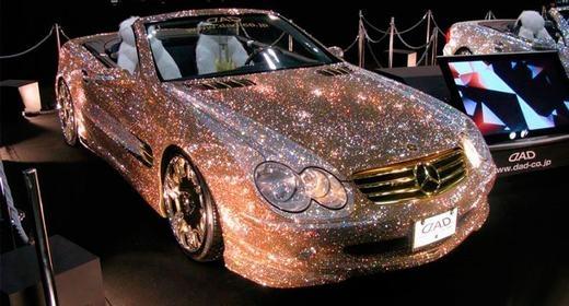 Thậm chí, những chiếc xe dát kim cương không hiếm ở Dubai.