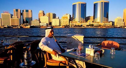 Ngồi uống cà phê của các đại gia Dubai cũng khác người.
