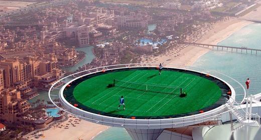 Chơi tennis trên các tòa nhà chọc trời.