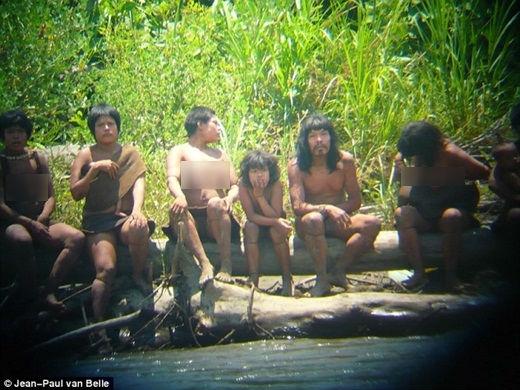 Bất ngờ phát hiện bộ lạc bí ẩn sống ở Amazon