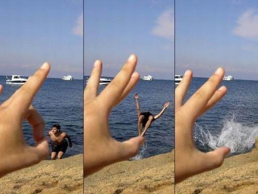 Chỉ một cái búng tay là anh bạn đã văng xuống biển.
