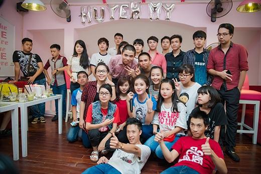 Sau buổi off fan, Á hậu Huyền My tiếp tục bận rộn với lịch làm việc dày đặc tại Việt Nam.