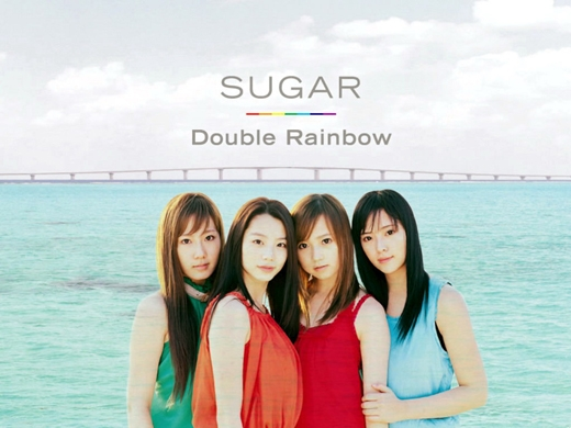Hwang Jung Eum (ngoài cùng bên tay phải) cùng các thành viên Sugar
