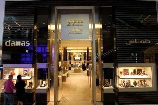 Dubai không chỉ nổi tiếng về các đại gia bên cạnh siêu xe, mà còn cả các trung tâm thương mại mua sắm. Nổi bật nhất trong số đó là các cửa hàng vàng.